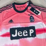 Opinião: Juventus inova com quarta camisa horrível desenhada por Pharrell Williams