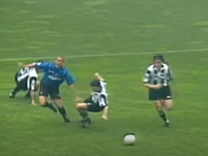 Derby D'Italia - pênalti Ronaldo Iuliano