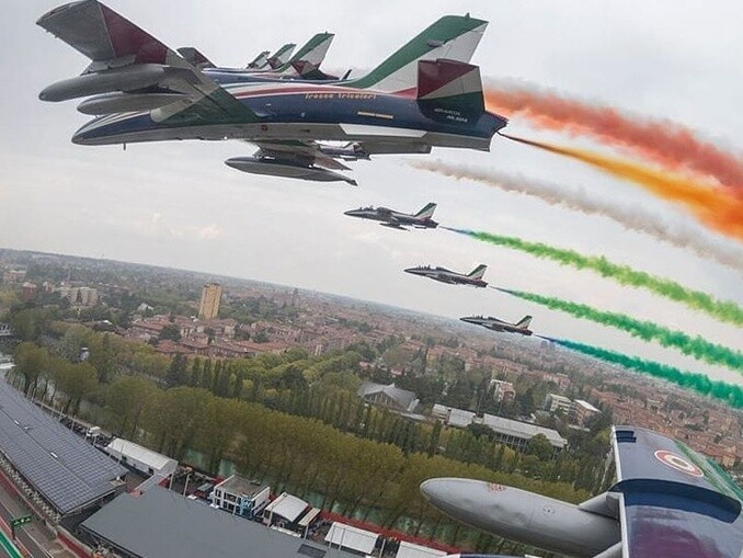 Aviões acrobacia aeronáutica italiana Frecce Tricolori