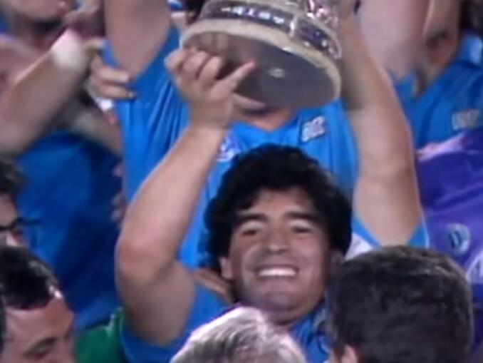 Maradona no Napoli - copa uefa